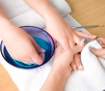 Manicure bij nagelstudio Kat's Nails Gorinchem, altijd perfect verzorgde nagels
